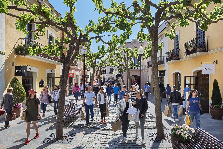 35f3ec05e18 La Roca Village Shopping Express - Barcelona