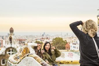 Fast Track Guided Tour: Sagrada Familia with Towers and Park Güell