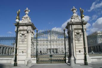Hapsburgs Madrid Walking Tour and Skip the Line Guided Tour Royal Palace