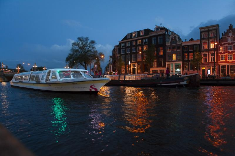 Amsterdam at night – a truly beautiful sight!