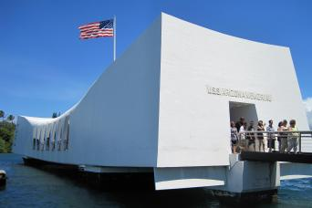 Pearl Harbor Tours >> Pearl Harbor Tours Gray Line Hawaii
