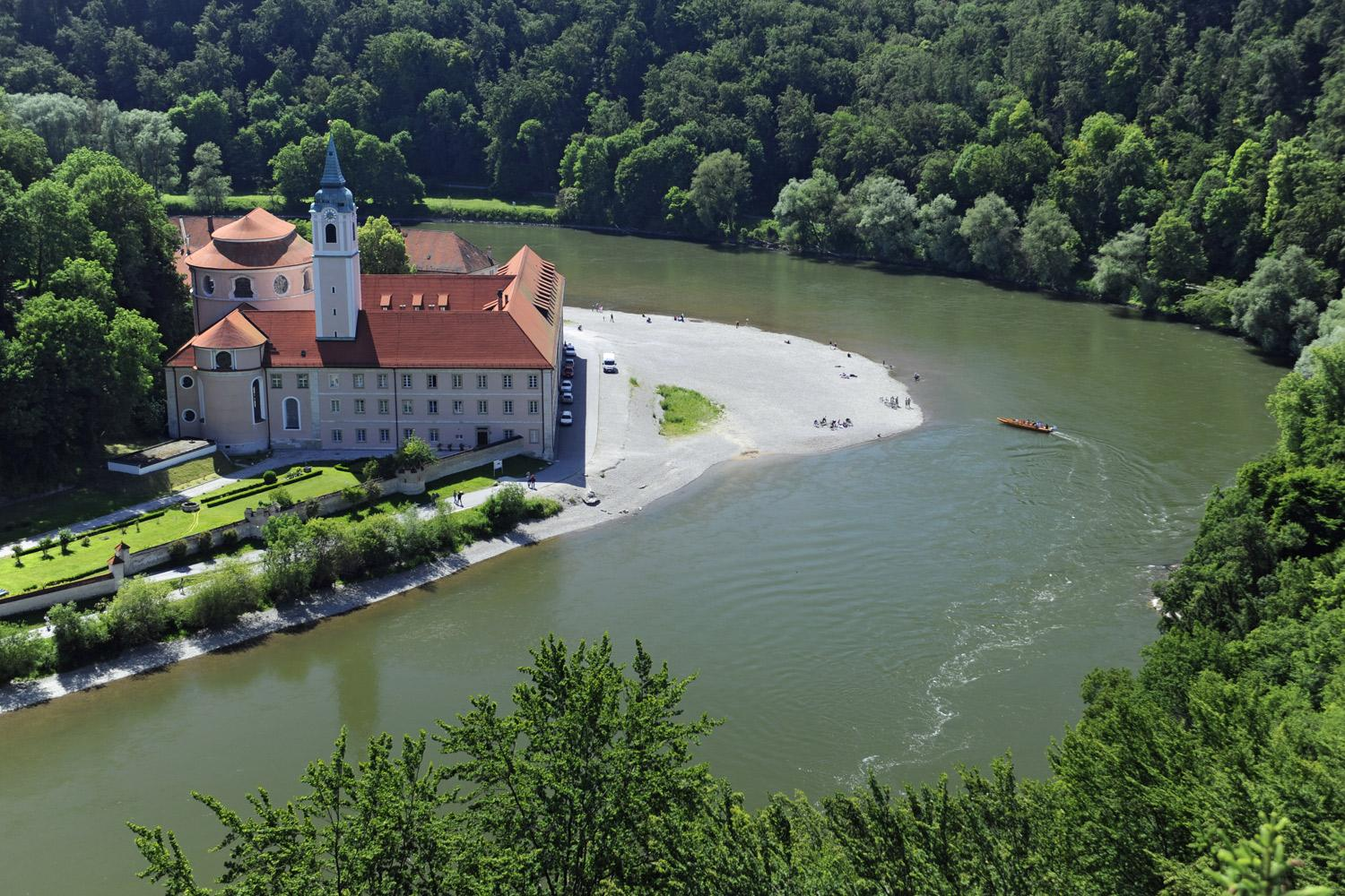 Enjoy a cycle tour along the Bavarian section of the Danube Cycle Path