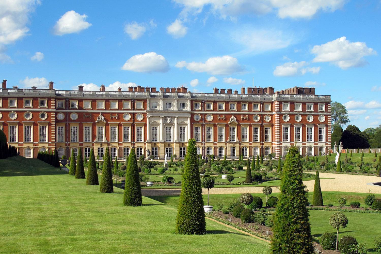 Grandiose Hampton Court Palace