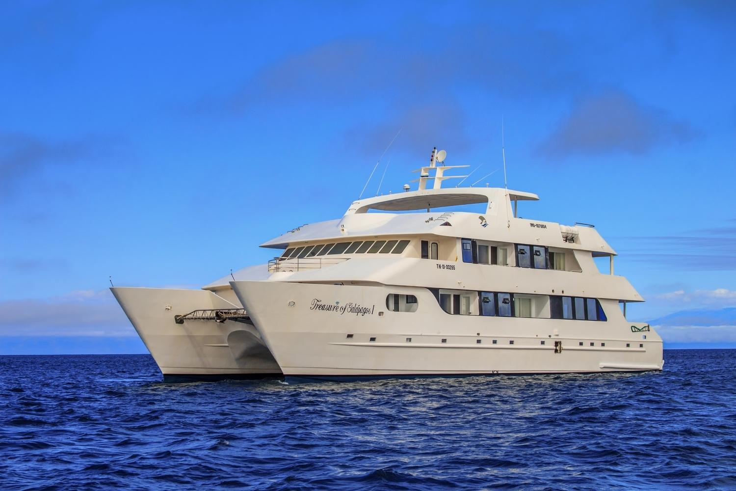Cruise around the far-reaching points of the Galapagos Islands