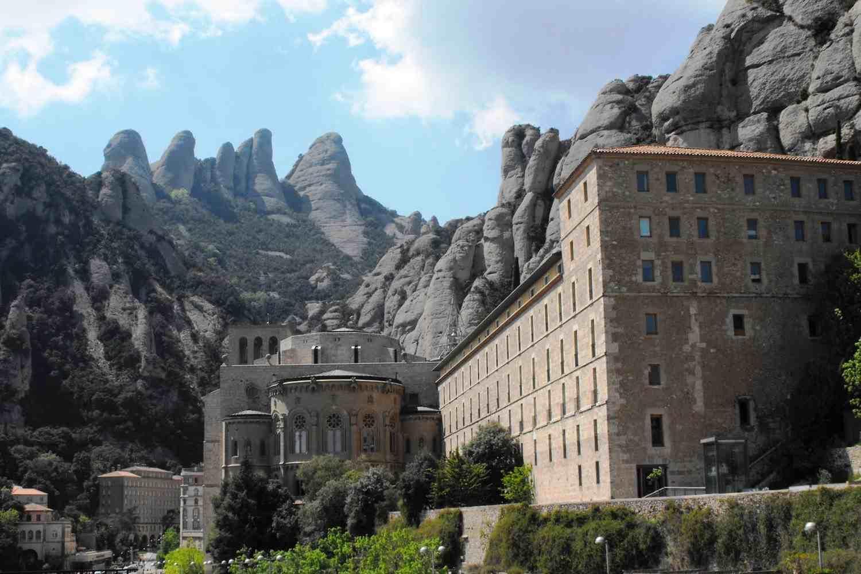 Catalan winery, tapas and Montserrat mountain