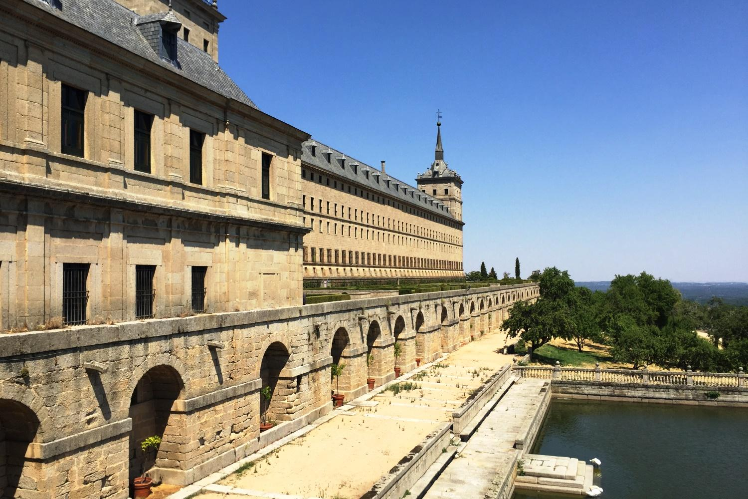 Tour to El escorial with wine tasting and tapas