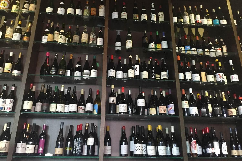 wine tasting walking tour in Madrid