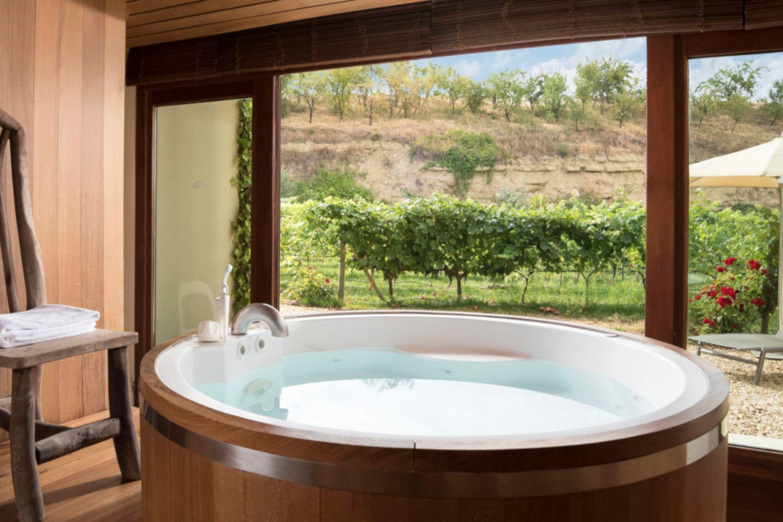Luxury honeymoon in Spain - Spa with vies over vineyards