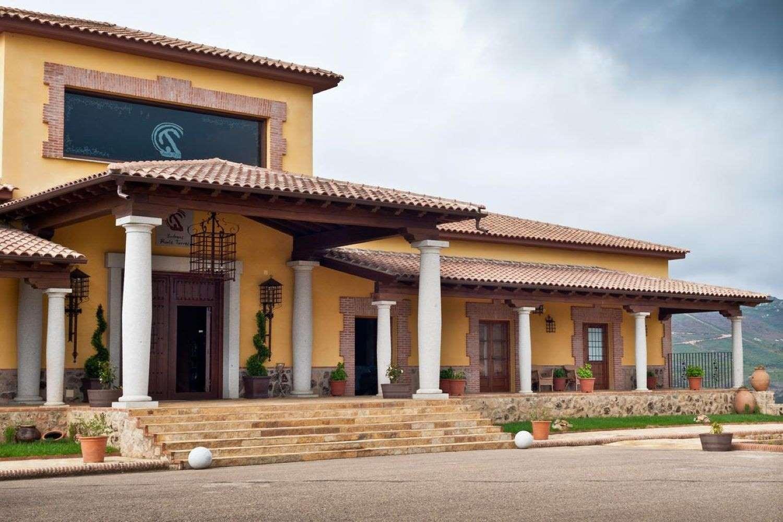 Visita a Bodegas Ruiz Torres cerca del monasterio de Guadalupe