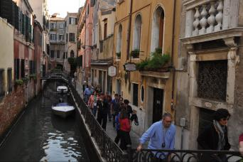 Small group Essence of Venice and 'Skip the Line' St Mark's Basilica Tours - Hidden Venice