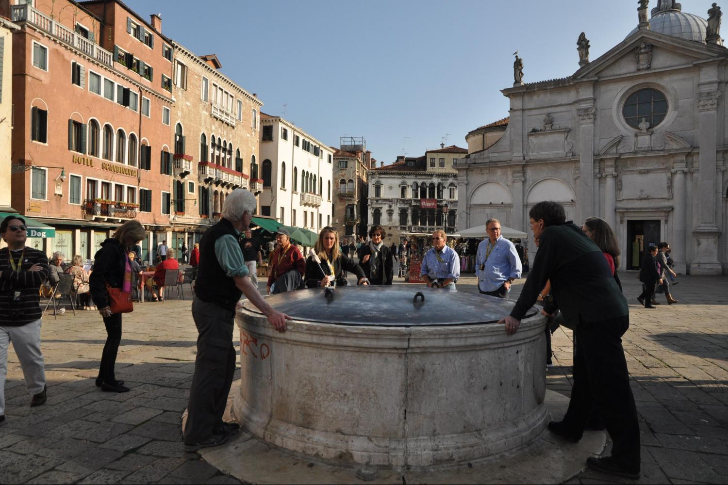 Small group Essence of Venice and 'Skip the Line' St Mark's Basilica Tours - campo