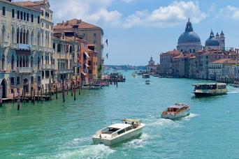 Avventure Bellissime's Small group Grand Canal Boat tour - waterways of Venice