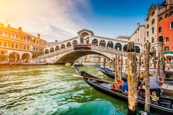 Avventure Bellissime's Small group Grand Canal Boat tour - friendly and knowledgeable guide