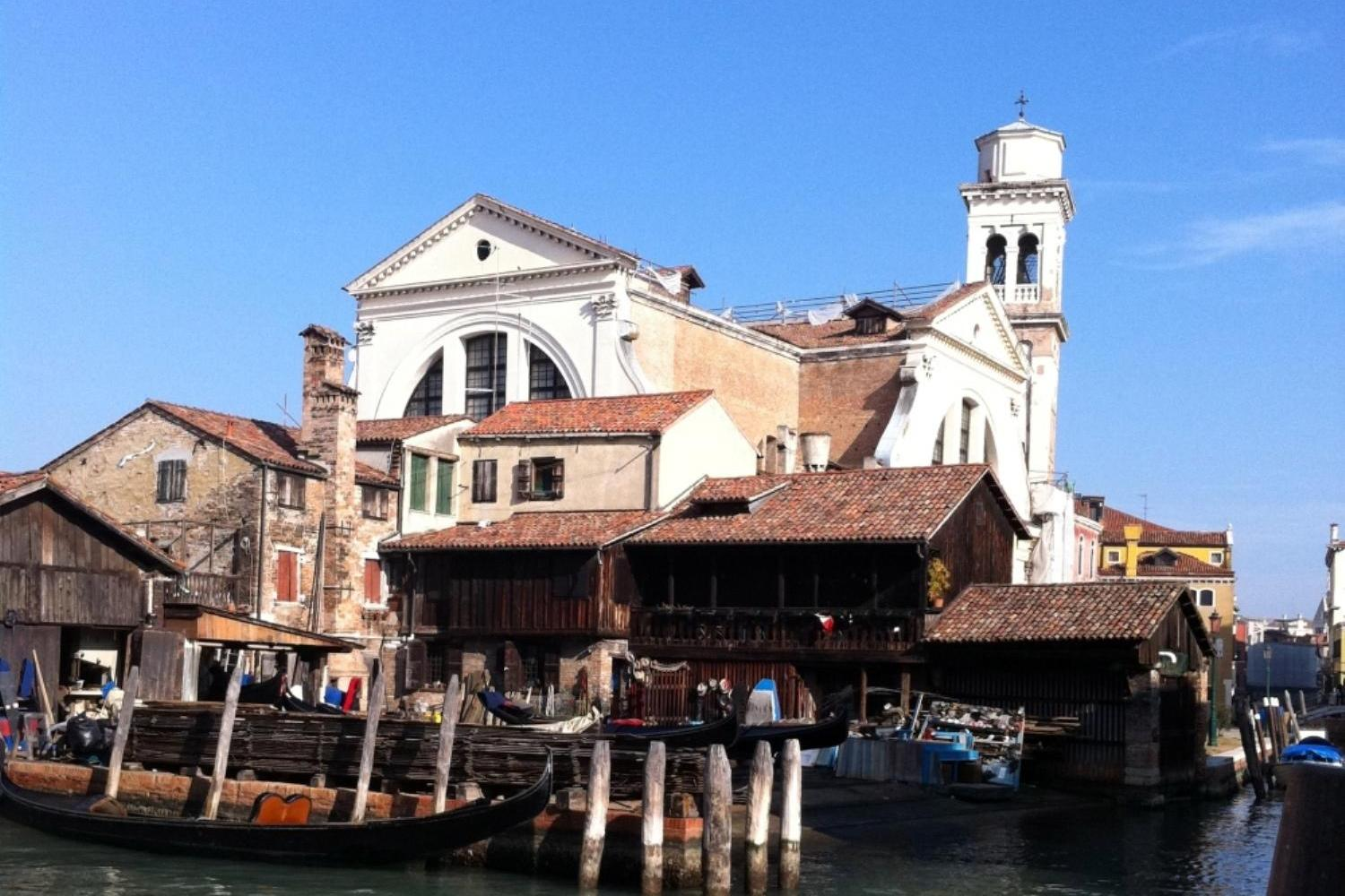 Small Group Grand Canal and Secret Corners of Venice by Boat - Gondola workshop, Squero