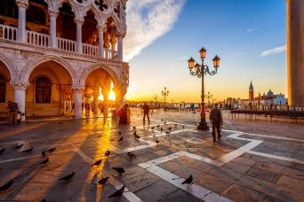 Grand Day Tour of Venice: Doges palace, Walking tour & Grand Canal boat tour