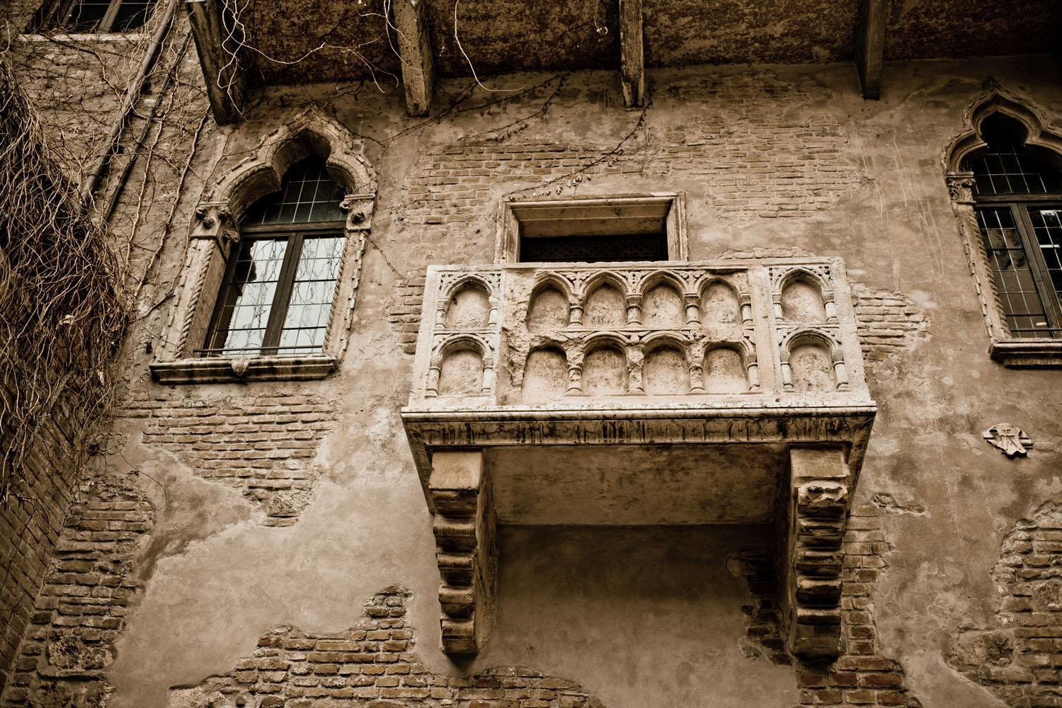 A fascinating walking tour of Verona where you'll learn the history of the city from Roman Times to