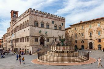 Private Florence Day Tour to Assisi & Perugia with wine tasting