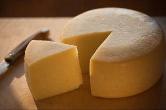 Tuscany Pecorino cheese & Brunello wine tour