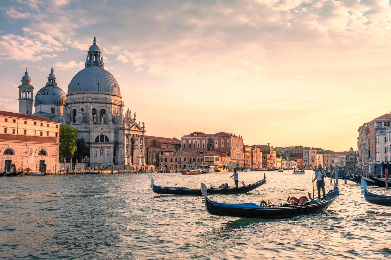 Avventure Bellissime Venice Gondola Ride - hidden canals