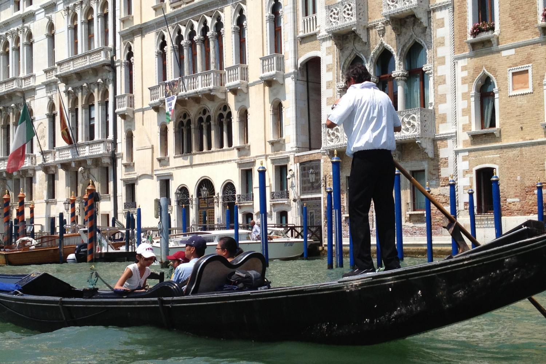 Avventure Bellissime Venice Gondola Ride - gondoliere