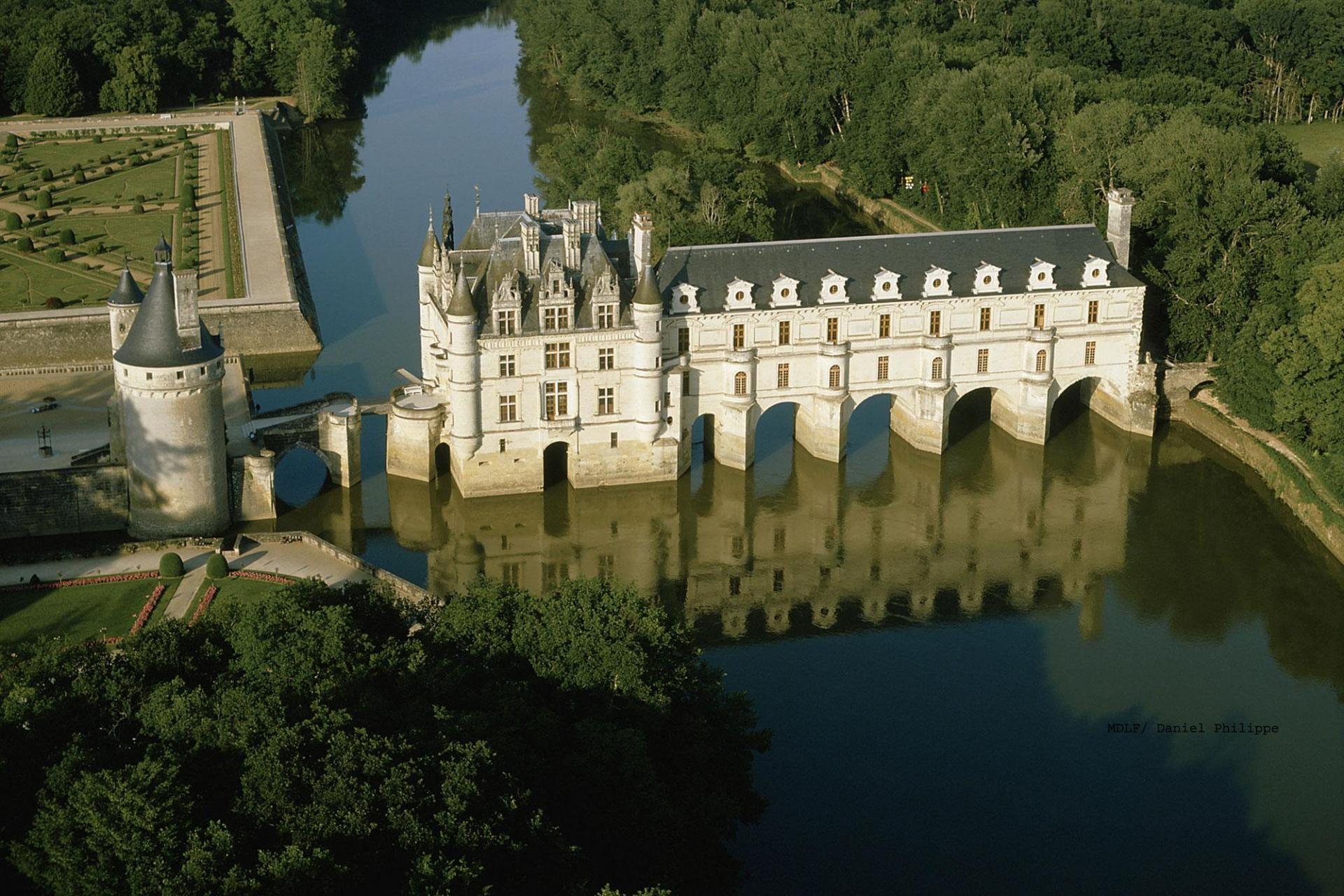 Loire valley france cycling tour; Chenonceau; MDLF/Daniel Philippe