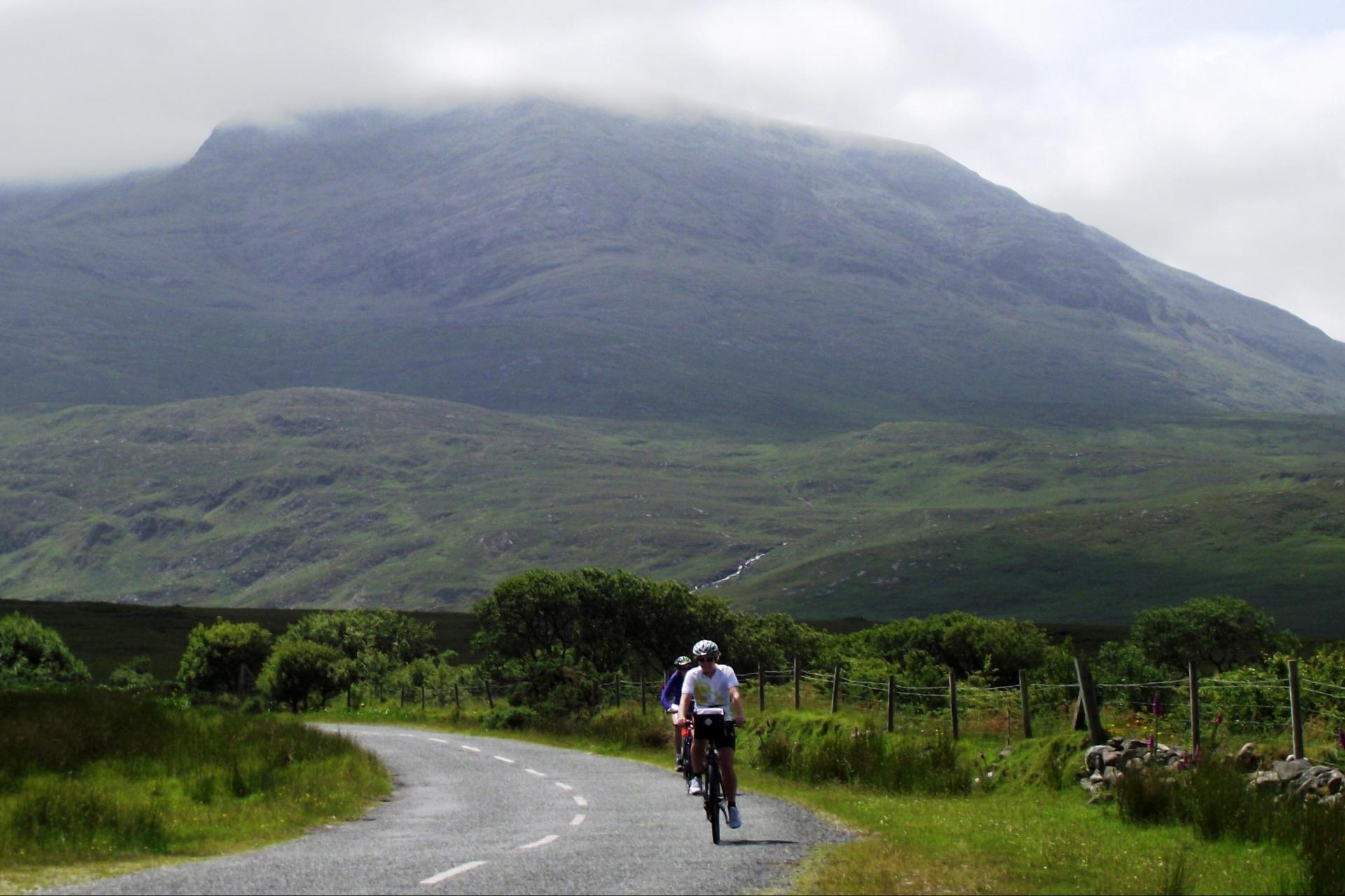 cycling tour to aran islands of ireland; photo Reinhard Pantke