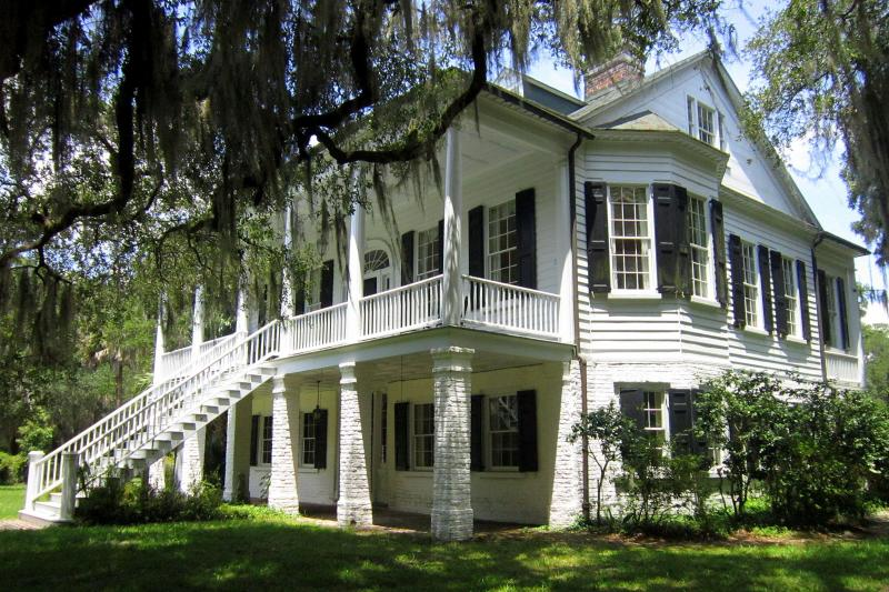 Cajun Encounters Oak Alley & Laura Plantation Tour Thumbnail