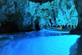 Six Islands Speedboat Tour & Blue Cave Visit from Split with Gray Line Croatia