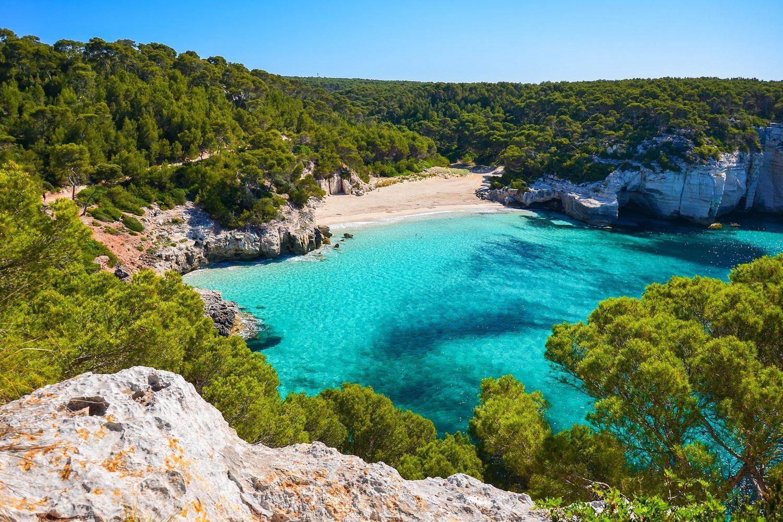 Menorcas Küste: Der Camí de Cavalls - Einsame Bucht am Wegesrand