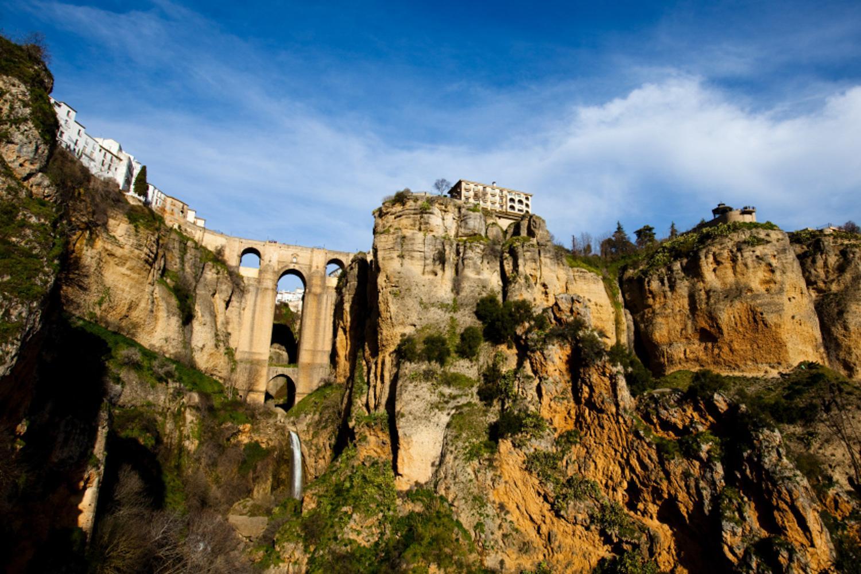 Andalusien: Naturpark Sierra de Grazalema: Ronda mit der weltbekannten Brücke Puente Nueva