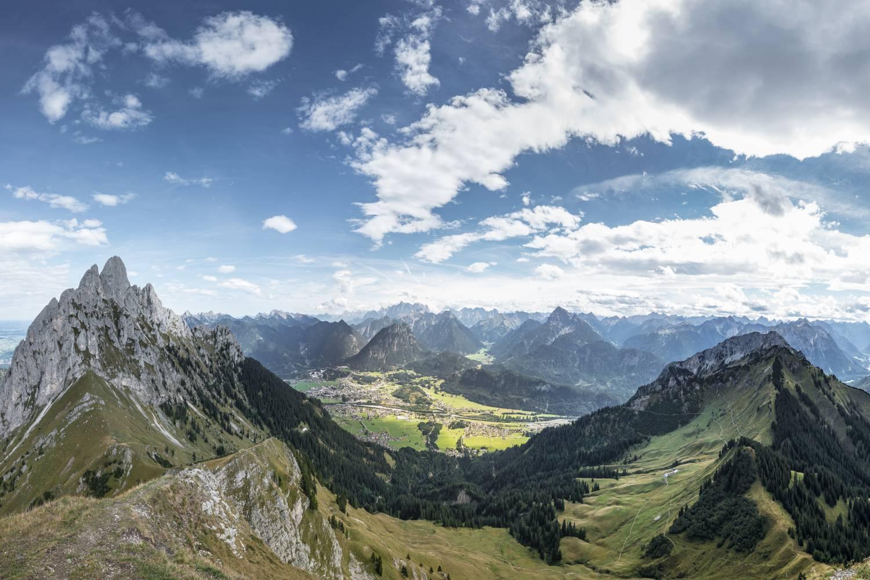 Naturpark Reutte & Tiroler Lech: Blick vom Reuttener Hahnenkamm
