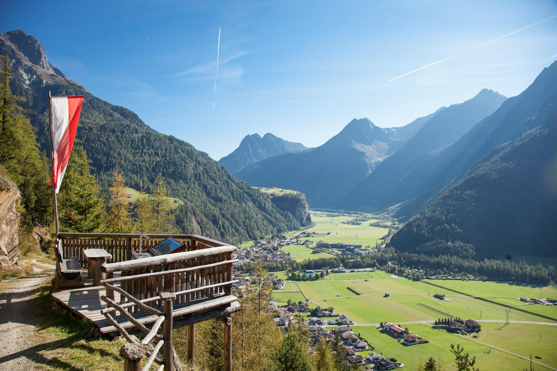 Wanderer am Ötztaler Urweg ©Johannes Brunner Ötztal Tourismus