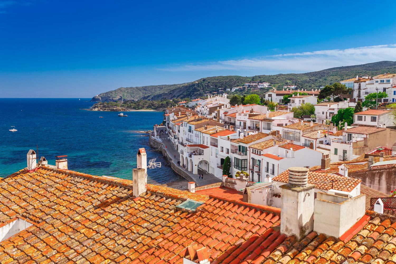 Küstenwandern von Frankreich nach Spanien - Über den Dächern von Cadaques