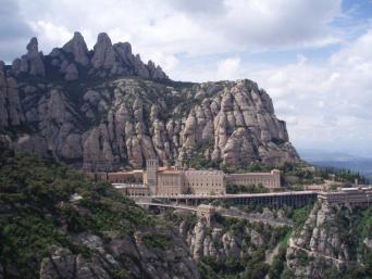 Montserrat, Wine tasting and Sagrada Familia Tour -