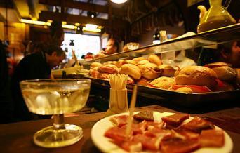 Wine & Tapas meal tour & Flamenco in Barcelona - Wine & Tapas experience tour with meal & Flamenco in Barcelona tapas